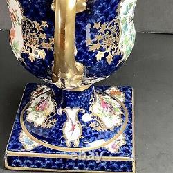 Antique Chelsea Bird Style Manipulé Urn Cobalt Blue Gold Bird Fleurs