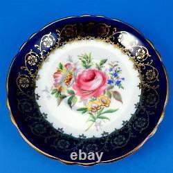 Beau Bleu Cobalt Avec L'or Et Rose Floral Center Paragon Tea Cup Et Soucoupe