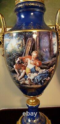 Paire Français Sèvres Style Porcelaine Covered Urns Cobalt Bleu Or Angel 26 Tall