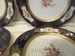 Un Ensemble De Quatre Plaques De Salade De Coalport 6272 Bleu De Cobalt Et D'or