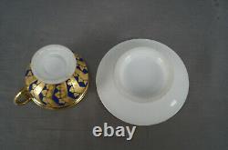 Vieux Paris Porcelaine Or Feuilles & Panneaux Cobalt Empire Forme Coupe & Saucer C. 1820